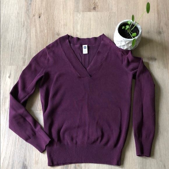 GAP Sweaters - Plum v-neck sweater from GAP - size medium
